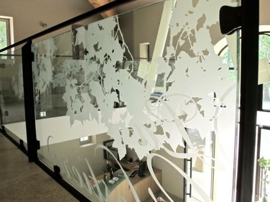 garde corps verre avec pose la fran aise dans villa avec. Black Bedroom Furniture Sets. Home Design Ideas